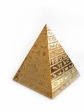 Pirámide de oro con los jeroglíficos en un fondo blanco Fotos de archivo