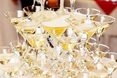 Pirámide de vidrios con cierre del champán para arriba Imagen de archivo libre de regalías