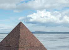 Pirámide del granito Imágenes de archivo libres de regalías