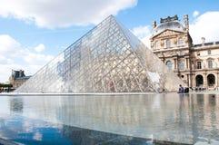 Pirámide del Louvre Foto de archivo