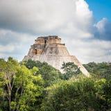 Pirámide del mago en Uxmal, Yucatán, México imágenes de archivo libres de regalías