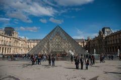 Pirámide del museo del Louvre Foto de archivo libre de regalías