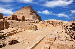 Pirámide del paso del ` s de Djoser gran en Saqqara Egipto antiguo fotografía de archivo