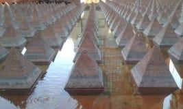 Pirámide en el agua imágenes de archivo libres de regalías
