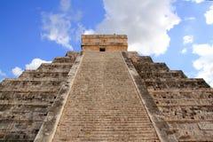 Pirámide maya de Chichen Itza Kukulcan en México Imagenes de archivo