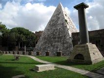 Pirámide Roma fotos de archivo