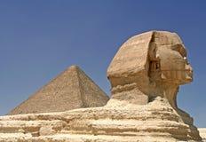 Pirámide y esfinge Foto de archivo libre de regalías