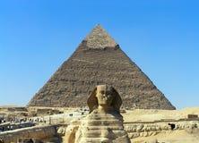 Pirámide y la esfinge Fotos de archivo libres de regalías