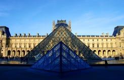 Pirámides de cristal en el museo de la lumbrera Fotos de archivo