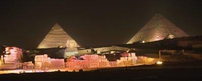 Pirámides egipcias en la noche imagen de archivo libre de regalías