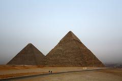 Pirámides egipcias famosas en Giza Imágenes de archivo libres de regalías