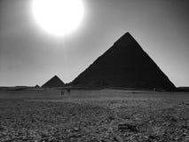 Pirámides en Giza durante día Imágenes de archivo libres de regalías