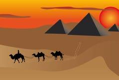 Pirámides en la puesta del sol stock de ilustración