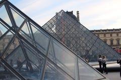 Pirámides París, Francia 2 del Louvre Imagen de archivo