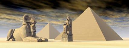 Pirámides y estatuas egipcias Imagen de archivo