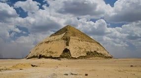 Pirâmide curvada fotos de stock