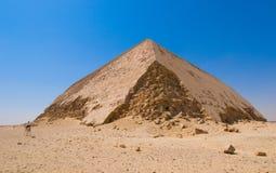 Pirâmide curvada em Dahshur, o Cairo, Egipto imagens de stock