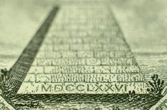 Pirâmide da nota de dólar dos E.U. fotografia de stock