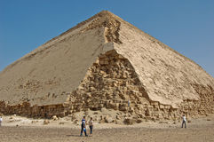 Pirâmide danificada egípcia fotografia de stock
