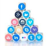 Pirâmide de ícones sociais dos meios, Facebook na parte superior Foto de Stock
