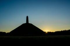 A pirâmide de Austerlitz construiu na silhueta francesa do período Fotografia de Stock Royalty Free