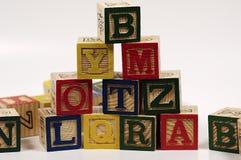 Pirâmide de madeira do bloco imagem de stock royalty free