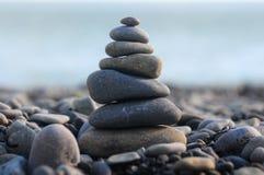 Pirâmide de pedras do seixo Fotografia de Stock Royalty Free