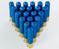 Pirâmide de shell de espingarda do calibre do azul 410 em um teste padrão Foto de Stock Royalty Free
