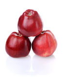 Pirâmide de três maçãs vermelhas Fotografia de Stock Royalty Free