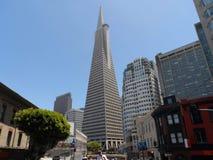 Pirâmide de Transamerica em San Francisco, Califórnia ao fim de junho fotografia de stock