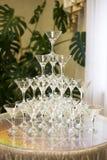 A pirâmide de vidro Imagens de Stock