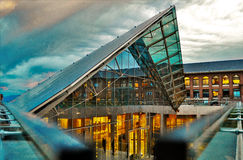 Pirâmide de vidro Imagens de Stock Royalty Free