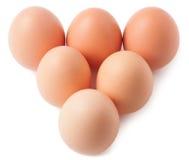 A pirâmide deu forma à pilha do ovo da galinha, isolada no fundo branco Imagem de Stock