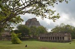 Pirâmide do mágico na cidade do Maya de Uxmal. Imagens de Stock