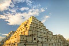 Pirâmide dos blocos de cimento Foto de Stock