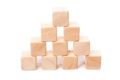 Pirâmide dos cubos de madeira Foto de Stock Royalty Free