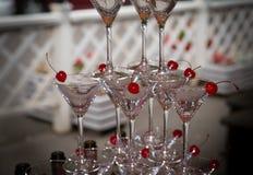 Pirâmide dos vidros em uma festa de Natal Imagens de Stock Royalty Free
