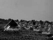 Pirâmide e círculos preto e branco abstratos Foto de Stock Royalty Free