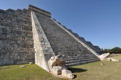 Pirâmide El Castillo em Chichen-Itza, México Foto de Stock