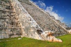 Pirâmide maia México de Chichen Itza da serpente de Kukulcan Fotos de Stock Royalty Free