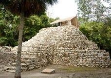 Pirâmide maia pequena imagem de stock