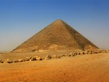 Pirâmide vermelha de Sneferu em Dahshur, o Cairo, Egipto imagem de stock royalty free