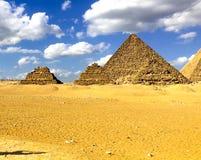Pirâmides de Giza Grandes pirâmides de Egipto A sétima maravilha do mundo Megálitos antigos foto de stock