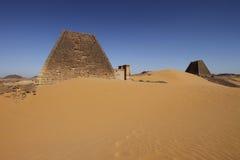 Pirâmides de Meroe na areia Imagem de Stock