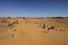 Pirâmides de Meroe no deserto Imagem de Stock