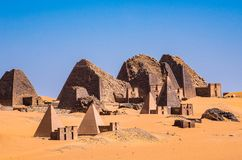 Pirâmides de Meroe, Sudão em África foto de stock royalty free