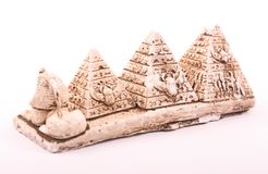 Pirâmides e estatueta da esfinge de atrás fotos de stock royalty free