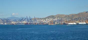 Piräus-Hafen in Saronic-Golf, Athen, Griechenland am 19. Juni 2017 Lizenzfreie Stockbilder