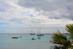 Pir av Corralejo med turkoshavet Fuertevantura Spanien arkivbilder
