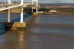 Pir av den äldre Severn Crossing, förbinda för upphängningbro Arkivfoton